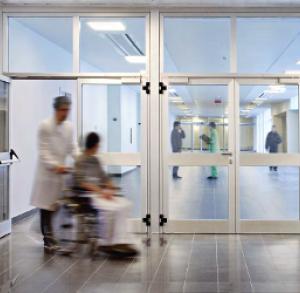 Застекленные алюминиевые двери